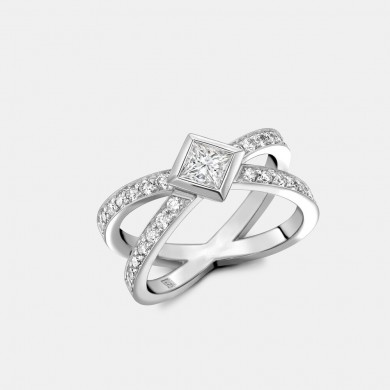 The Princess Cut Diamond Kiss Ring